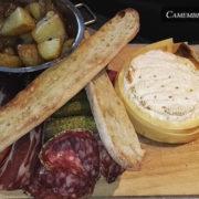 La taverne des rois – camembert rôti et sa charcuterie
